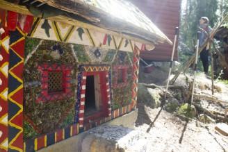House and mosaic by Lennart Plahn